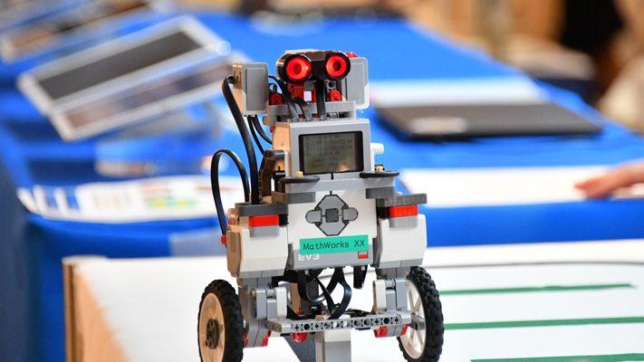 演示站的机器人