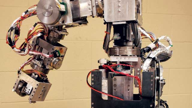 Reconfigurable Robot Enables University of Toronto Students to Study Realistic Industrial Robots