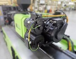 ENGEL 注射装置。MATLAB 和 Simulink 帮助加速注塑机控制器的开发。