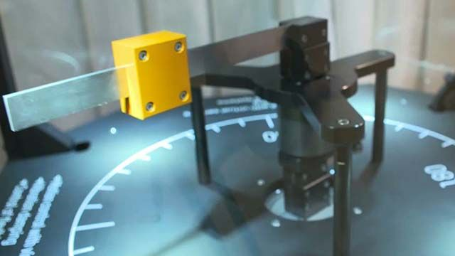 为抵消传动系统中的振动,B&R 开发了虚拟传感器技术,运用先进的控制策略实现传动系统的高性能操作,避免使用更多昂贵的物理传感器。